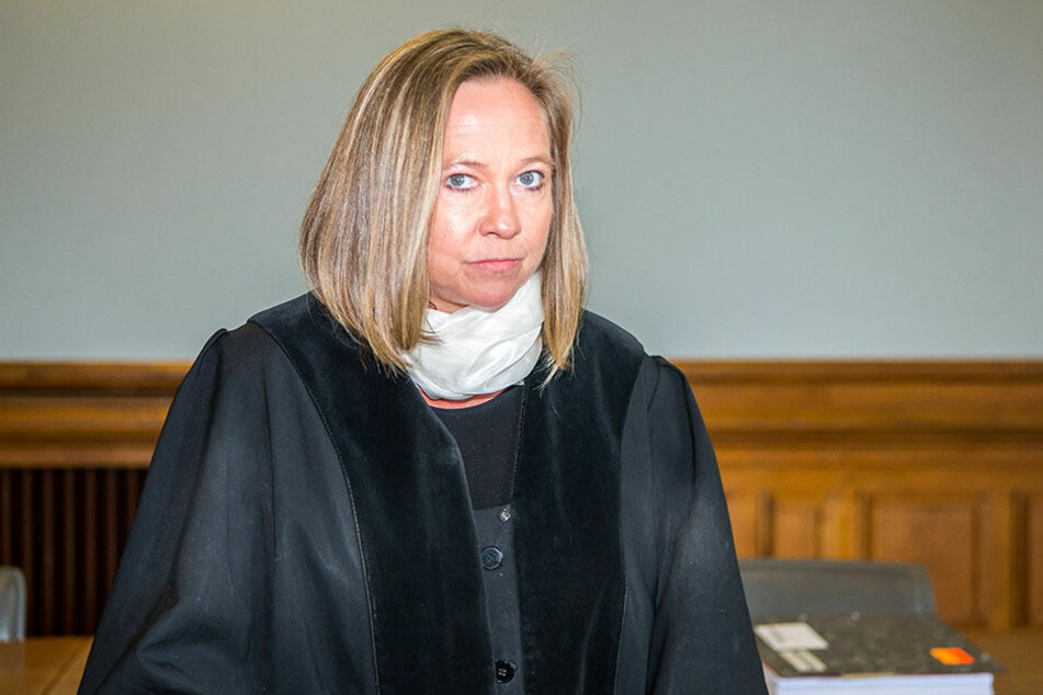 Früher war sie die Anklägerin - jetzt muss Oberstaatsanwältin Elke Müssig (53) selbst auf die Anklagebank.