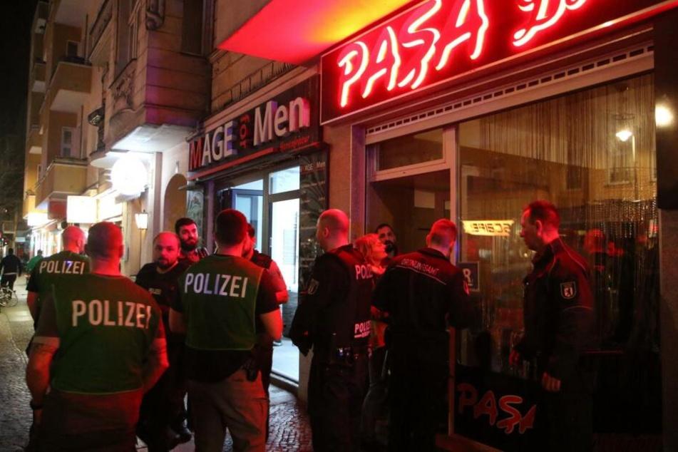 Die Berliner Polizei hat am Donnerstagabend wieder mehrere Shishabars und Cafés in Neukölln durchsucht.
