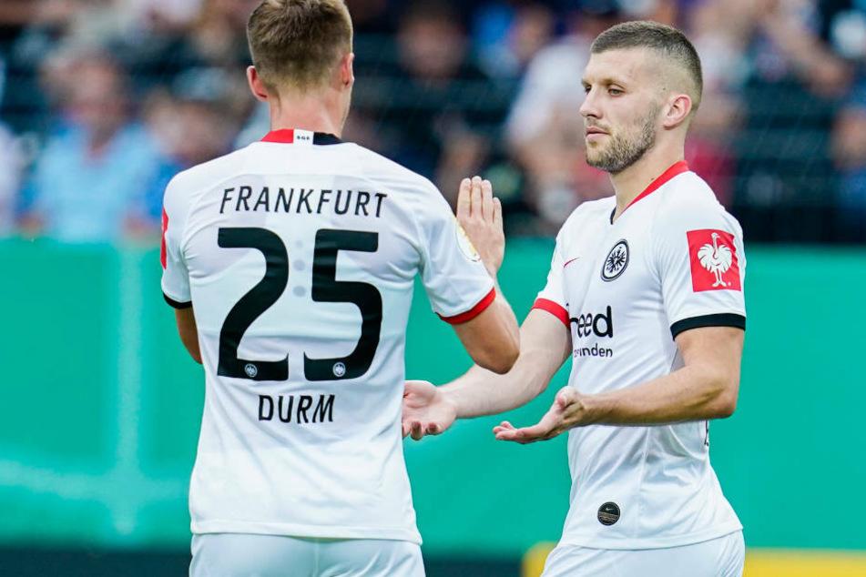 Ante Rebic (re.) besiegelte dann letztlich mit seinen drei Treffern das Schicksal der Mannheimer.