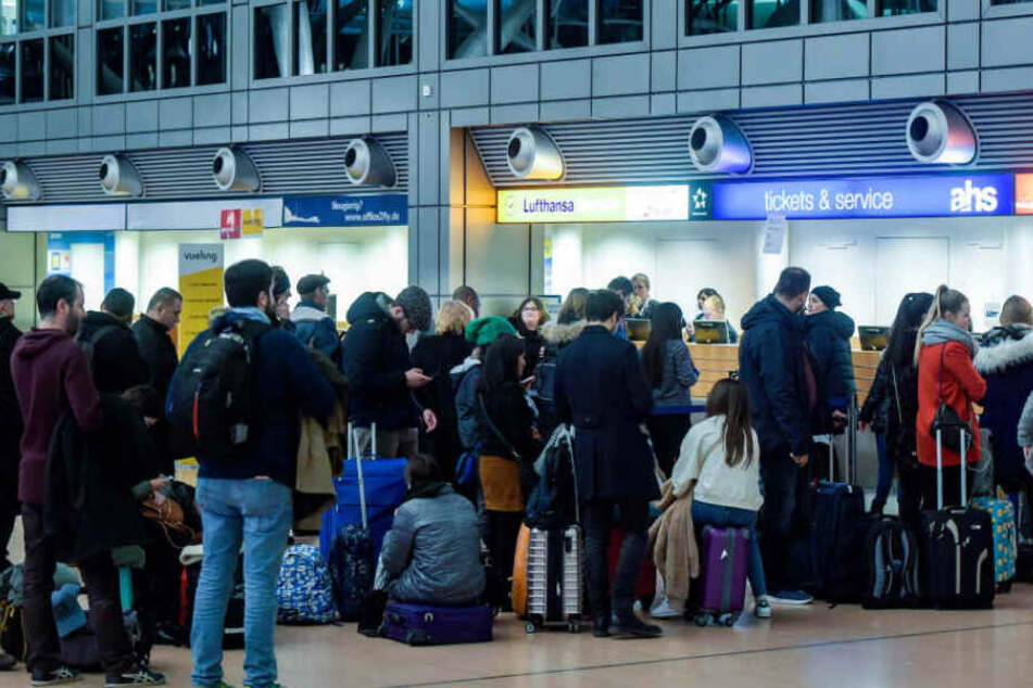 Die Schlangen vor den Flughafen-Schaltern werden zu Ostern zunehmen.