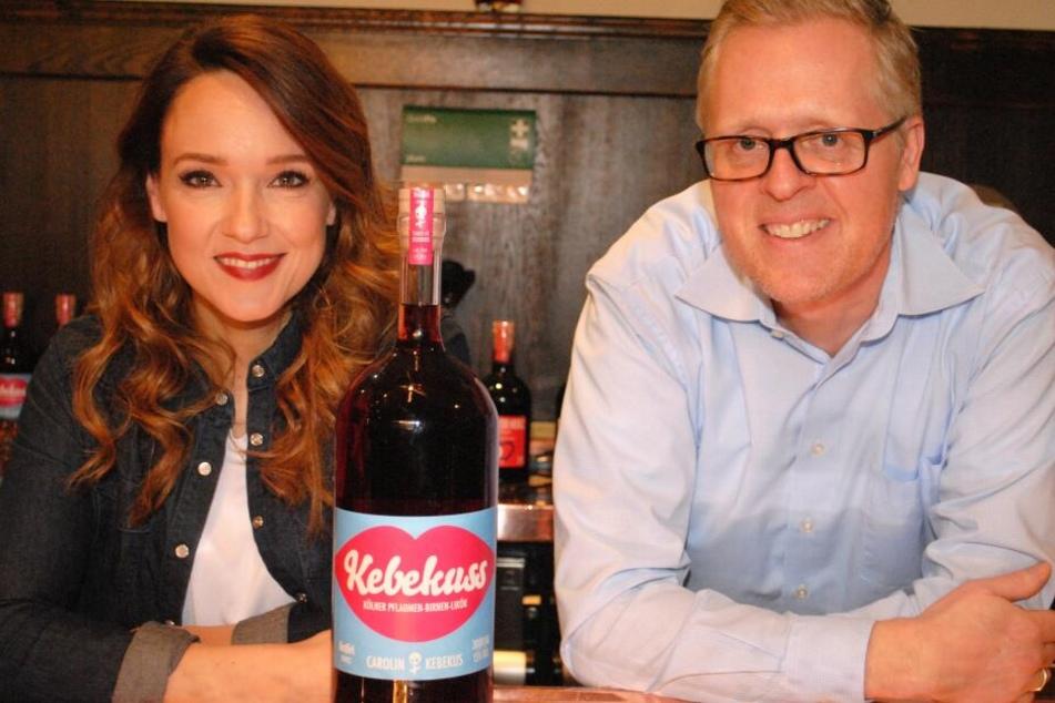 Komikerin Carolin Kebekus und Thomas Deloy, Geschäftsleitung Marketing und PR der Privatbrauerei Gaffel.