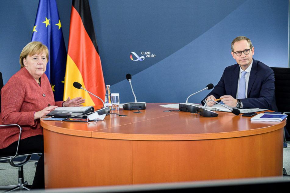 Bundeskanzlerin Angela Merkel (66, CDU) und Michael Müller (55, SPD), Regierender Bürgermeister von Berlin, nehmen an einer Videokonferenz mit den Regierungschefs der Bundesländer teil.