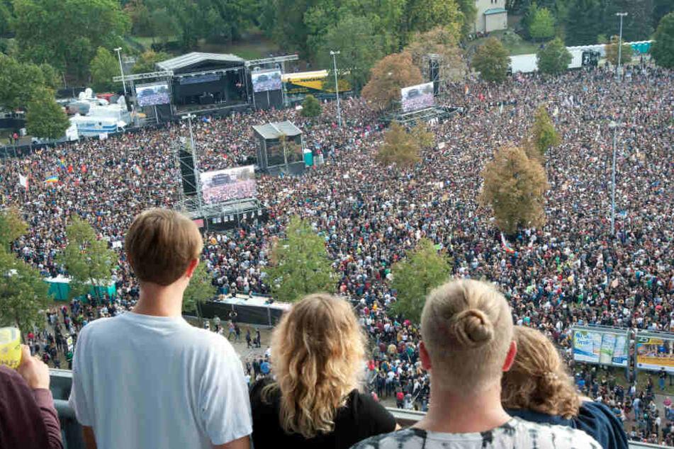 """Rund 65000 Besucher kamen zum """"#wirsindmehr""""-Konzert gegen Rechts nach Chemnitz. Jetzt könnte die Aktion gleich zwei Preise für Popkultur abräumen."""