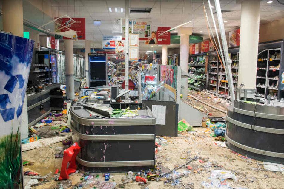 Ein REWE-Supermarkt wurde komplett zerstört.
