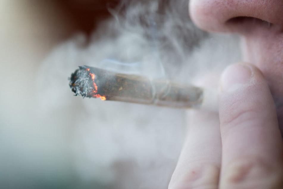 Ein Richter will das Cannabis vom Bundesverfassungsgericht prüfen lassen. (Symbolbild)