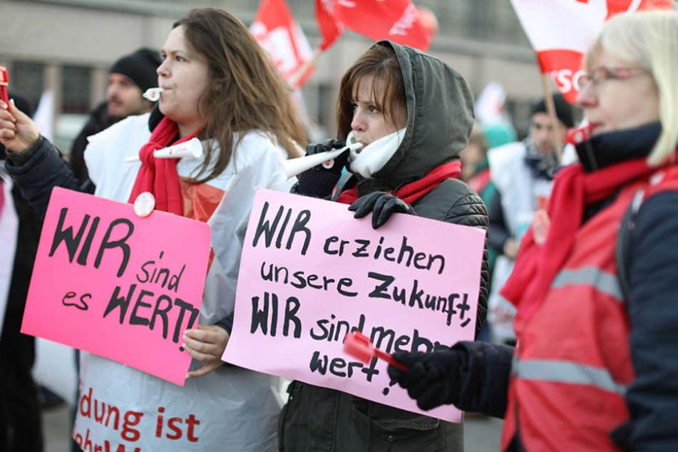 Insgesamt 31.000 Lehrer sind am Mittwoch in Sachsen zum Warnstreik aufgerufen.