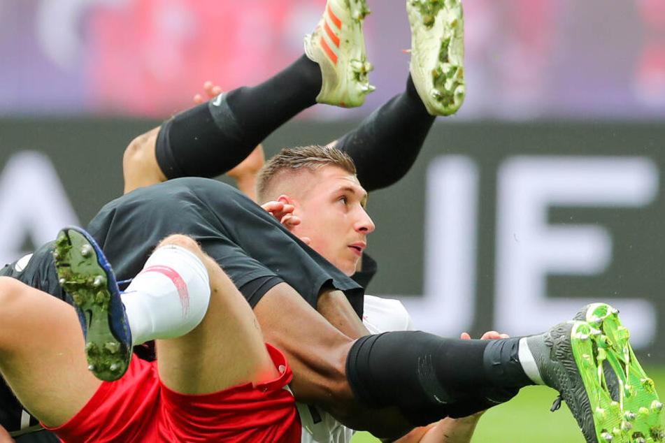 Staunte nicht schlecht, dass seine offensiven Mitspieler den Ball nicht im Kasten unterbrachten: Kapitän Willi Orban.