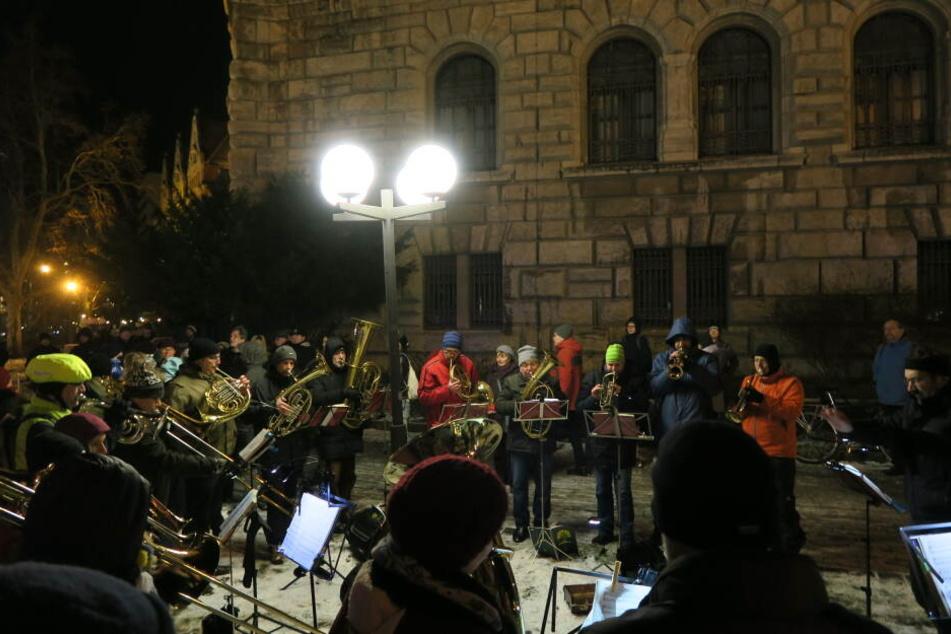 Am Goerdeler-Denkmal wurde die Demo vom Leipziger Posaunenchor begrüßt.