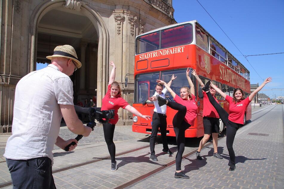 """Das """"Bus-Ballett"""" der roten Doppeldecker tanzt das Video für den Neustart nach der Pandemie ein."""
