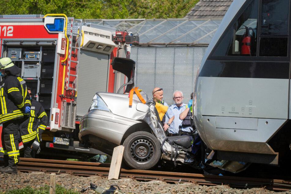Drei Tote bei Unfall an unbeschranktem Bahnübergang