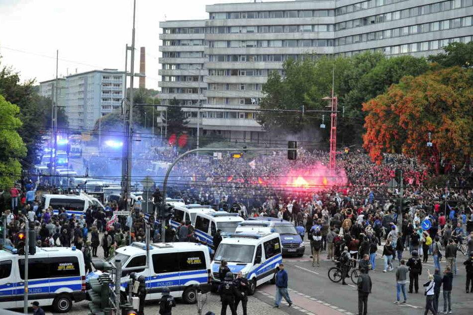 Am Montag dann folgten in der Chemnitzer Innenstadt Demos mit mehr als 6000 Teilnehmern.