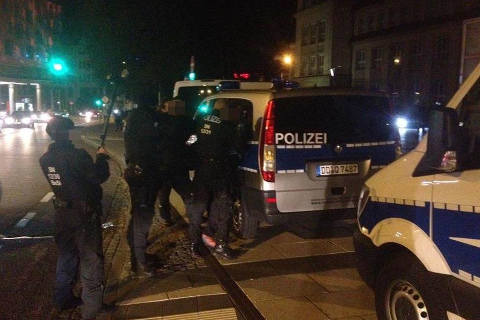 Die Polizei nimmt einen Mann aus dem rechtsextremen Metier fest.