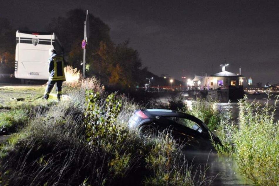Weil die Handbremse des Autos nicht angezogen war, machte sich der Wagen selbstständig und rollte in den Rhein.