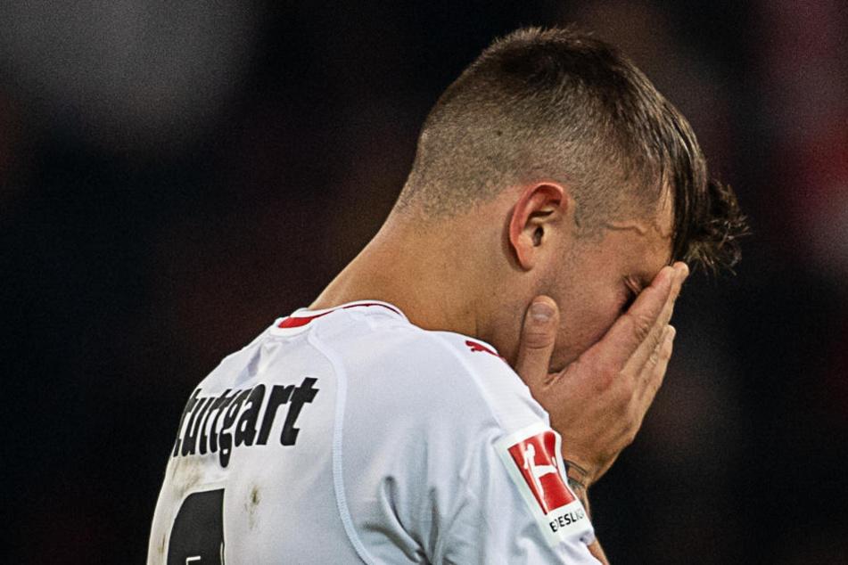 Pablo Maffeo hält sich nach dem Spiel die Hände vors Gesicht.