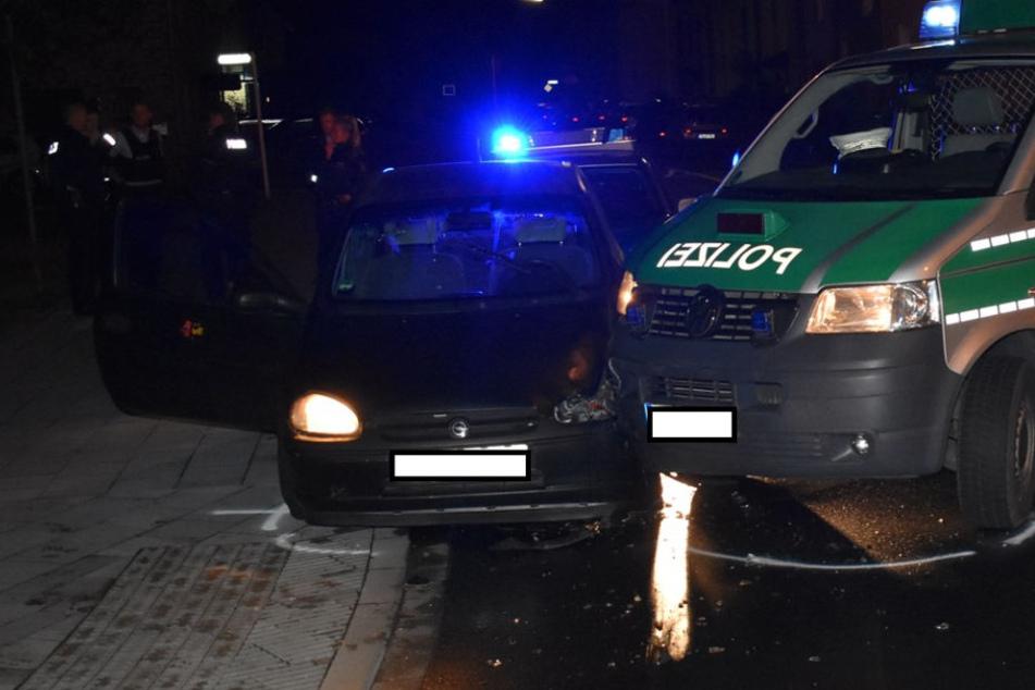 Die Verfolgung endete erst mit einer Kollision zwischen dem verfolgten Auto und der Polizei.