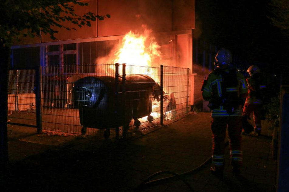 Auch in der Vilniuser Straße brannte Müllcontainer.