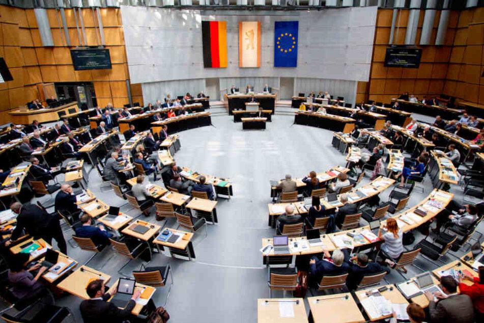 Der Plenarsaal des Abgeordnetenhauses von Berlin bei der 28. Plenarsitzung. Das Berliner Abgeordnetenhaus diskutiert erneut über den Flughafen Tegel.