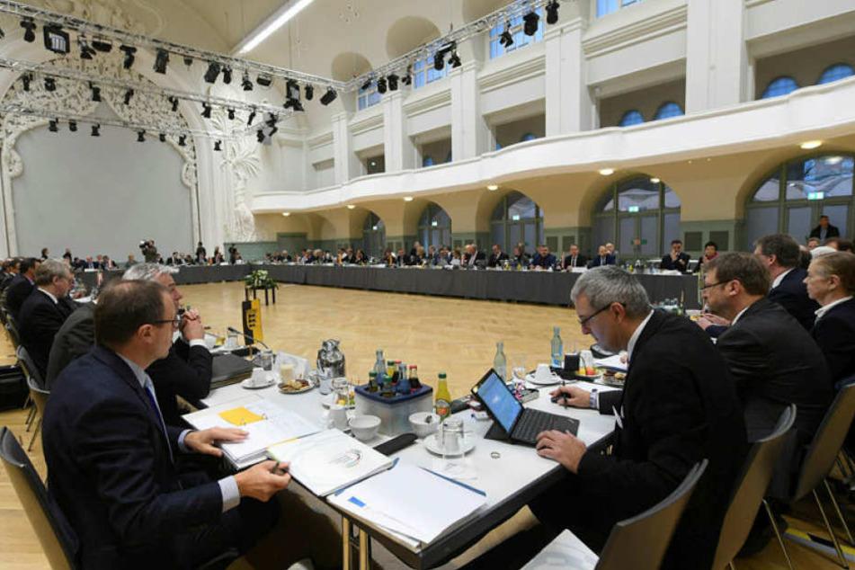 Die Teilnehmer der Innenministerkonferenz beschlossen ihre Herbsttagung am Freitag in der Kongresshalle.