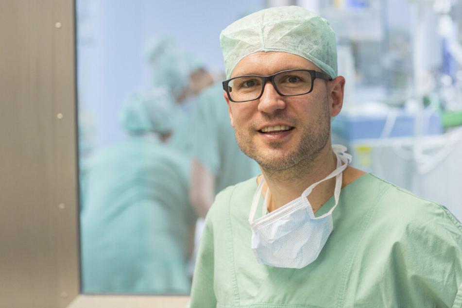 Professor Martin Lacher (44), Klinikdirektor der UKL-Kinderchirurgie, warnt vor leichtfertigem Umgang mit Haustieren.
