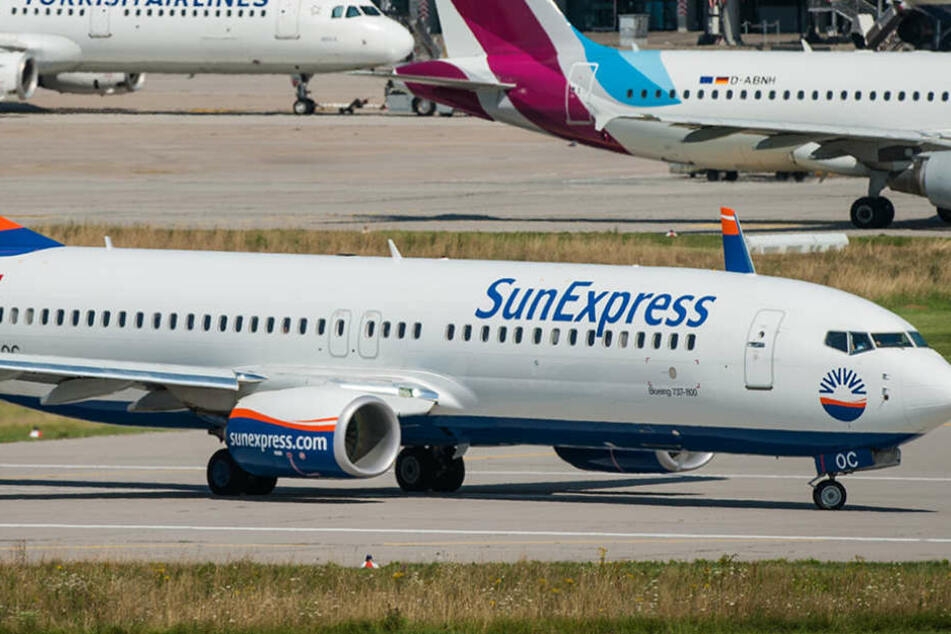 Ein Flugzeug der Airline SunExpress musste in Schönefeld zwischenlanden.