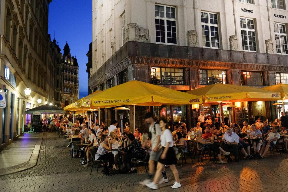 Ob die Freisitze in Leipzigs Innenstadt bald wieder gefüllt sein werden? (Archivbild)
