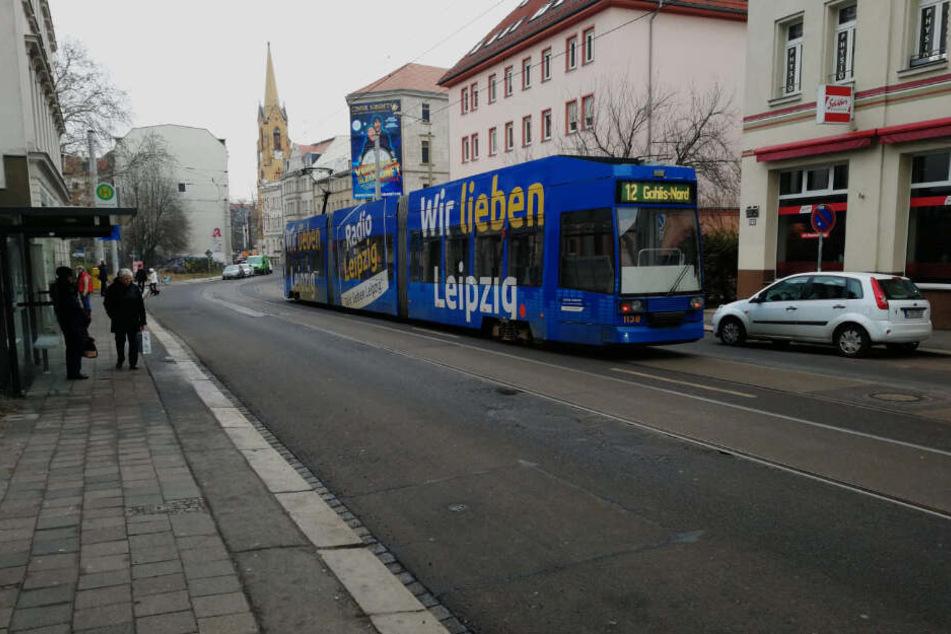 Am Donnerstagabend kam eine junge Frau bei einem tödlichen Verkehrsunfall in Leipzig-Gohlis ums Leben.