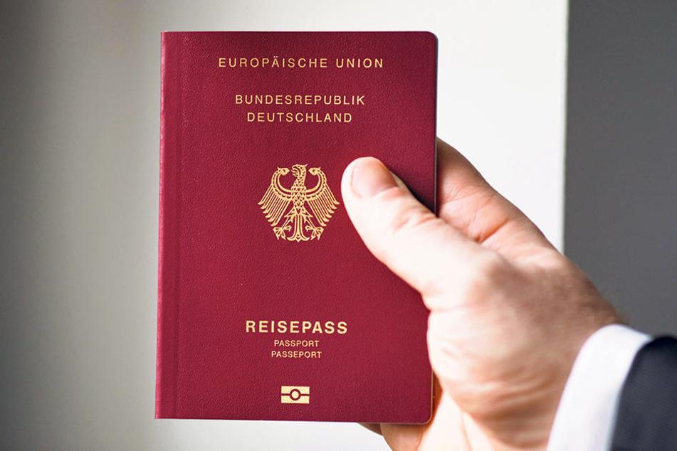"""Weltweit begehrt, nur die """"Reichsbürger"""" wollen ihn nicht: der deutsche Pass."""