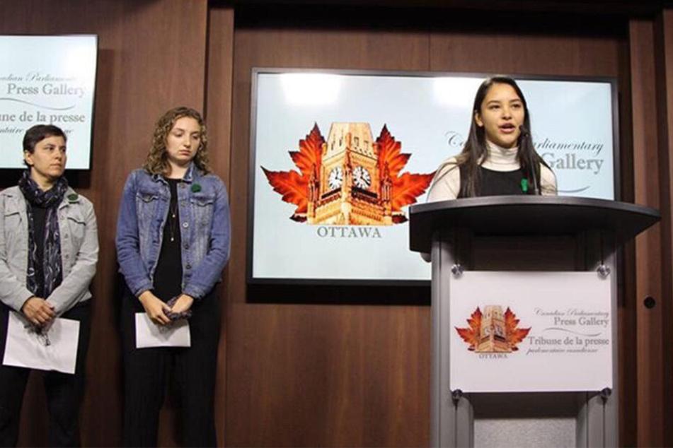 Emma Lim (rechts) stellte ihre Idee in Ottawa vor.