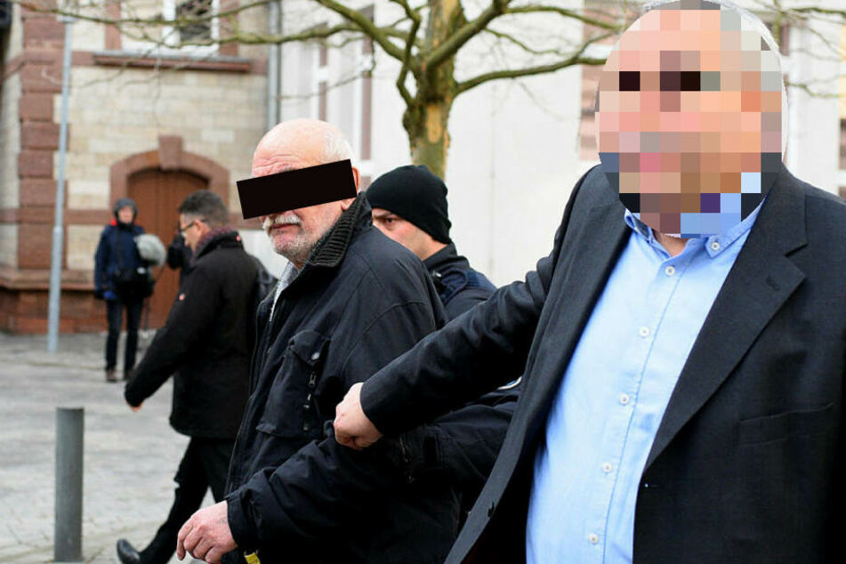 Nach der Eröffnung des Haftbefehls am Amtsgericht Gera wird Wilfried M. (76) von Beamten ins Gefängnis gebracht.