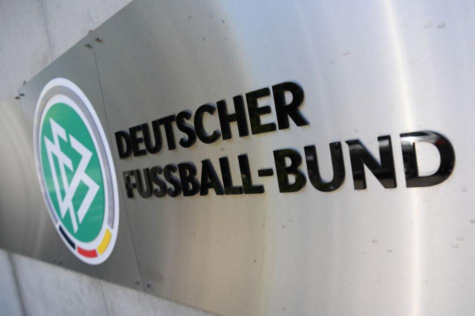 Das Sportgericht des Deutschen Fußball-Bundes (DFB) legte dem VfB Stuttgart eine Geldstrafe in Höhe von 98.000 Euro auf.