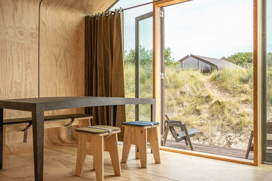 Die Papphäuser sind von innen mit Holz verkleidet.