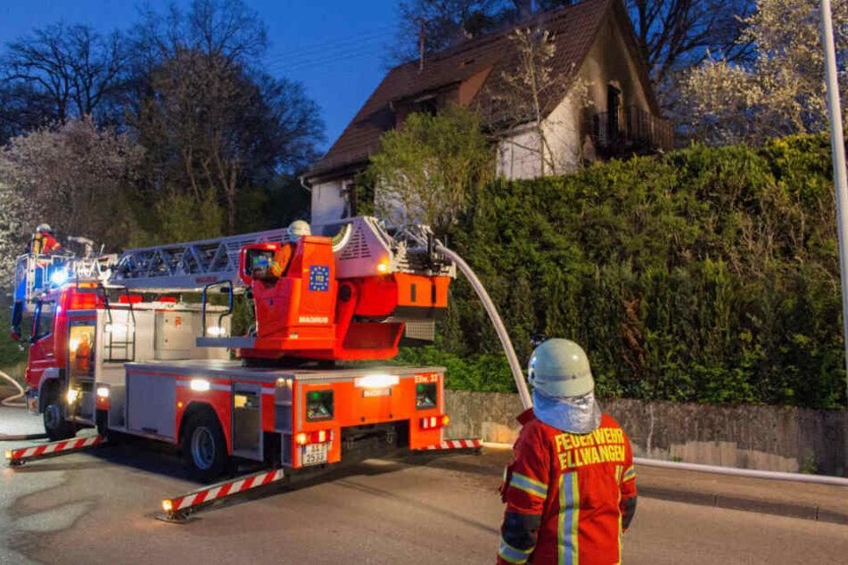 Einsatzkräfte vor Ort in Ellwangen.
