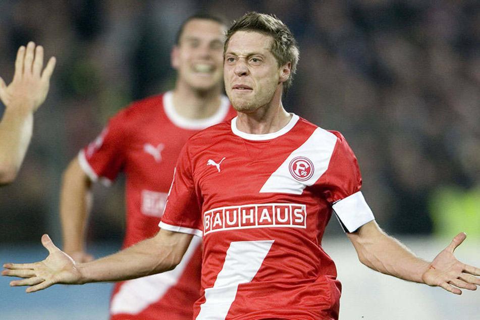 """St. Pauli scheint ihm einfach zu liegen: """"Lumpi"""" Lambertz jubelt 2011 nach seinem zweiten Treffer für Düsseldorf gegen Pauli."""
