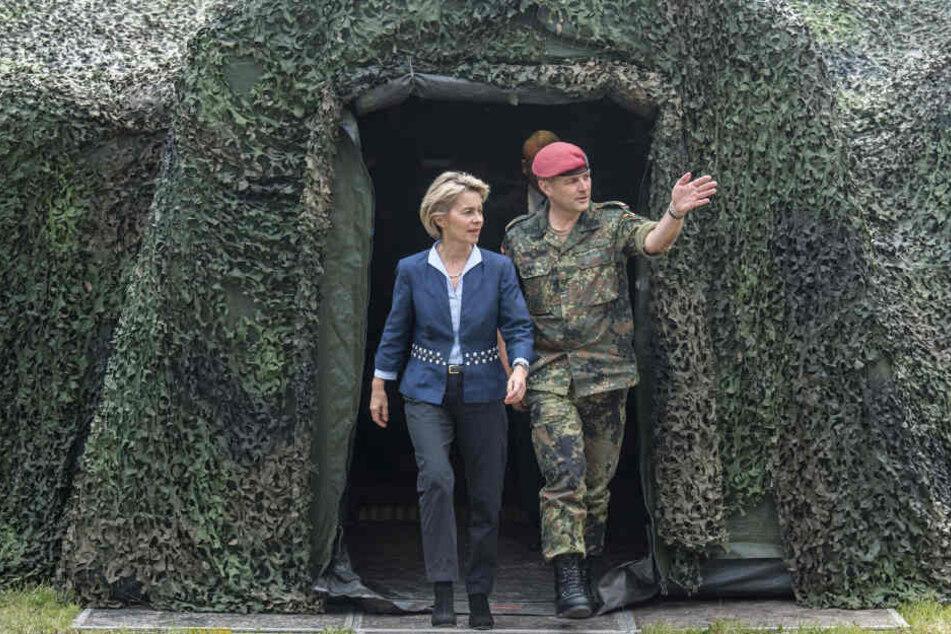 Ursula von der Leyen und Generalmajor Andreas Marlow, Divisionskommandeur der DSK.
