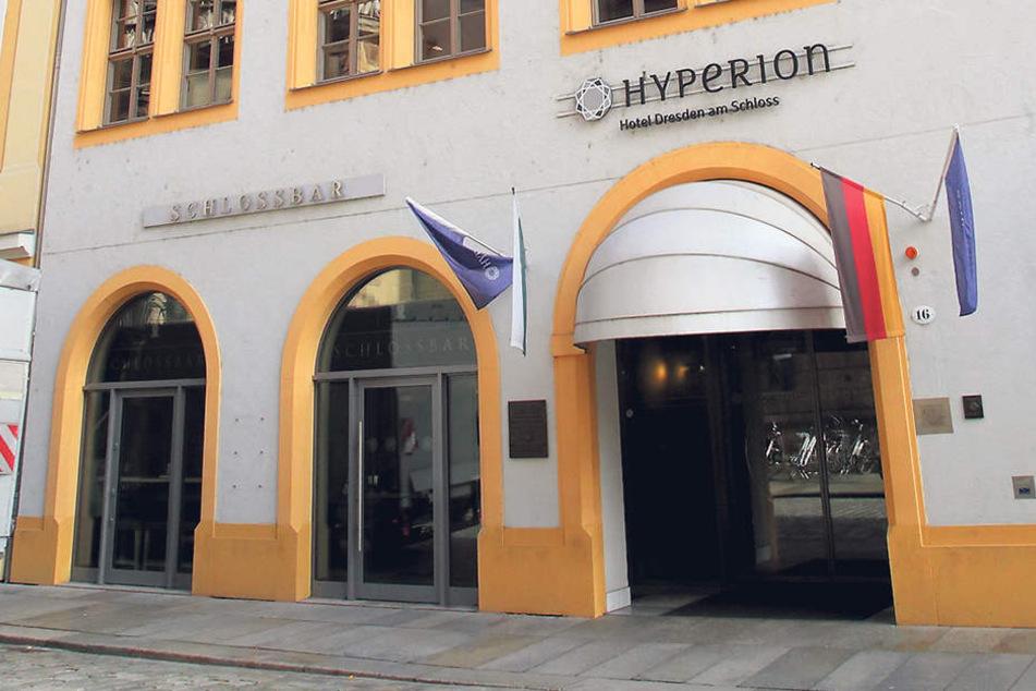 """Nobel-Hotel """"Hyperion"""" am Schloss: Ein kaputter Brandmelder brachte mehr als 200 Gäste um den Schlaf."""