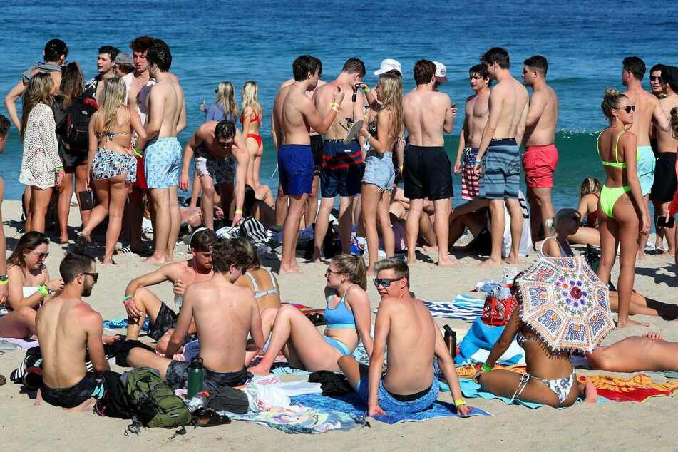 Colleges cancel spring breaks and pay off students to stay home