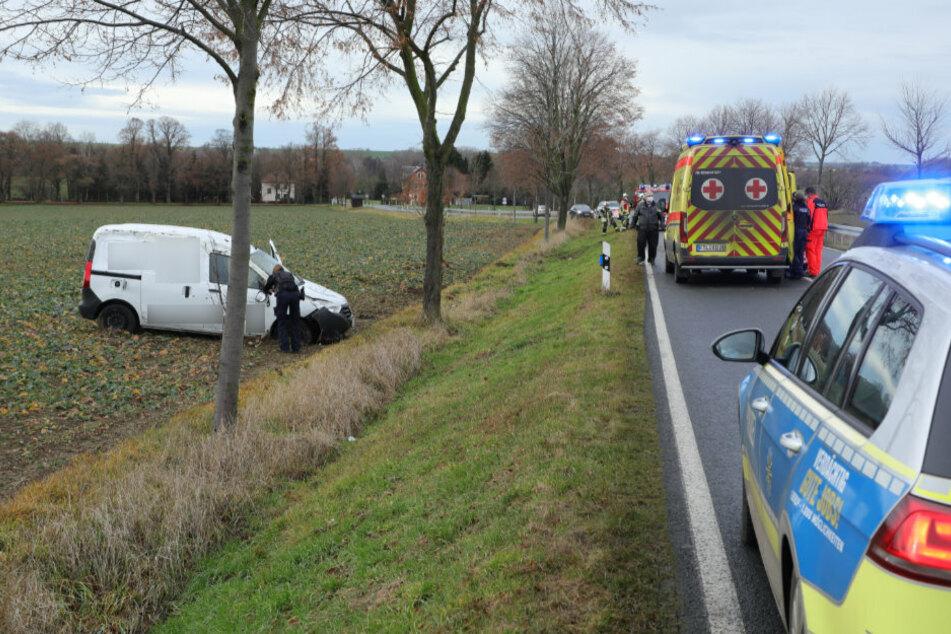Die Polizei untersucht den Unfall auf der S36. Der Verkehr wird vorbeigeleitet.