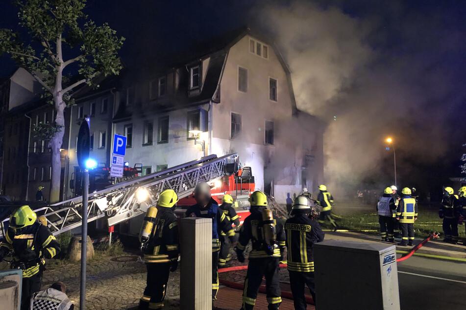 Feuerwehreinsatz in Pößneck: Ein Reihenhaus brannte in der Nacht auf Montag.