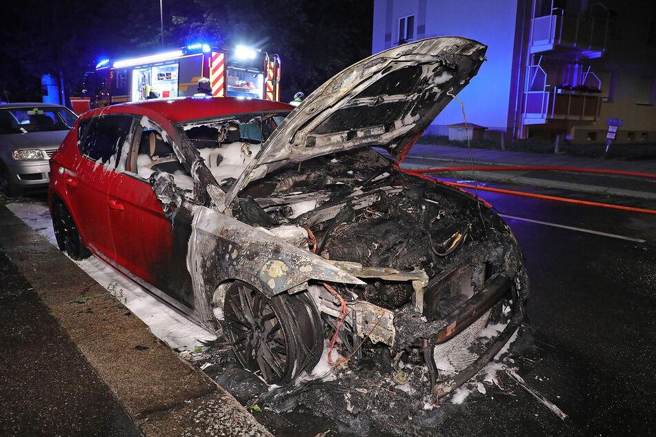 Der vordere Teil des Autos brannte letztlich komplett aus.