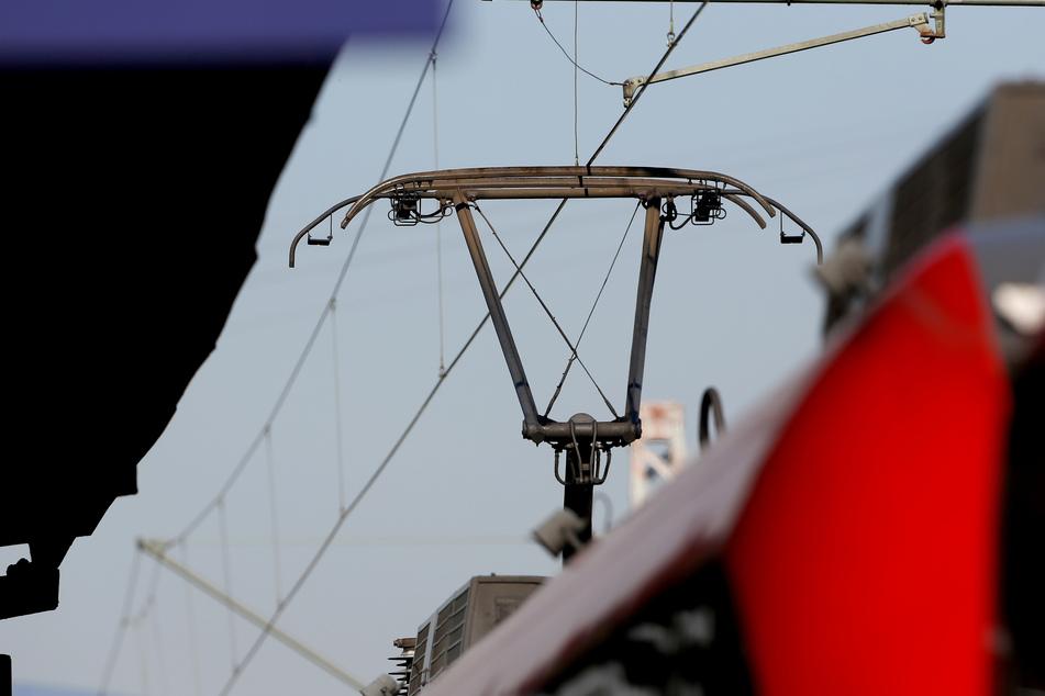 20-Jähriger klettert auf Waggon und bekommt Stromschlag