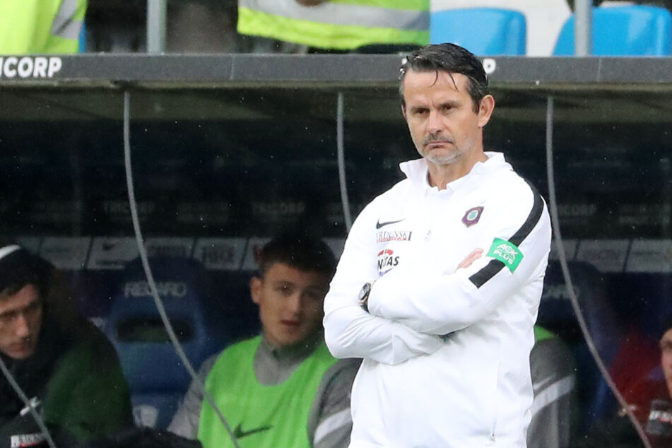 Die Miene von FCE-Coach Dirk Schuster sprach Bände...