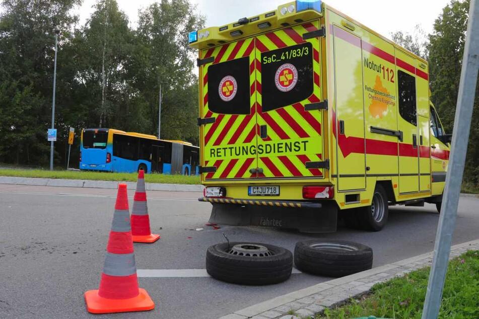 War es ein Anschlag? Krankenwagen verliert Hinterräder