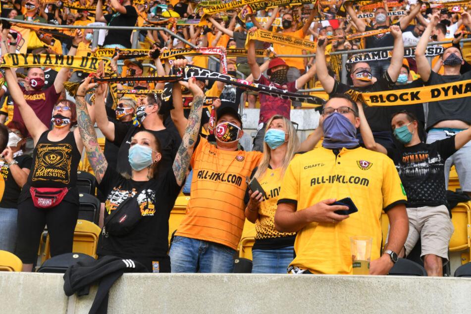 Nach-Coronapause-Zuschauerrekord: 10.053 Fans sahen das DFB-Pokalspiel zwischen Dresden und dem Hamburger SV. Auch am 1. Spieltag der ersten drei Ligen wurde diese Marke nicht geknackt.