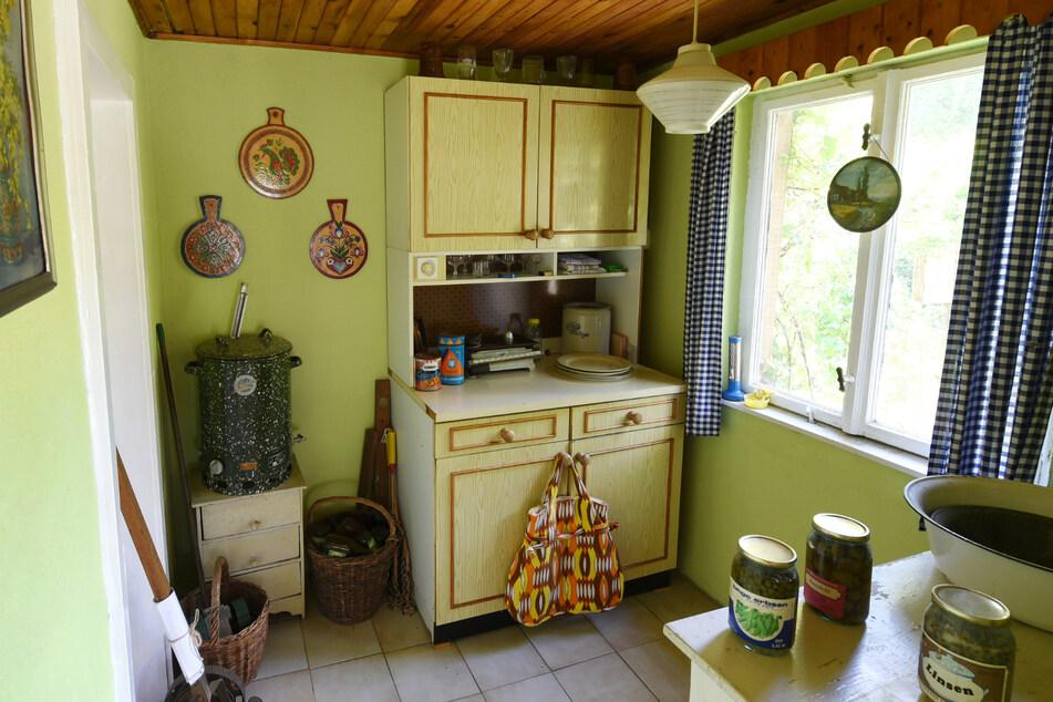 Diese originale Kücheneinrichtung können Museumsbesucher in einer erhaltenen DDR-Laube anschauen.