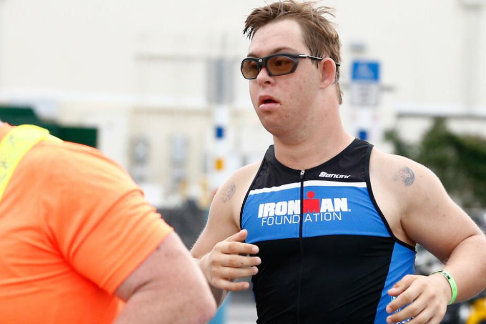 In 16:46:09 Stunden: Mann (21) mit Downsyndrom absolviert Ironman