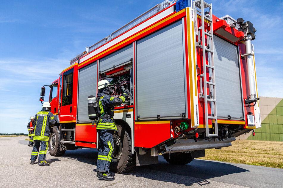 Die Feuerwehr rückte mit 14 Fahrzeugen und 33 Kameraden zu dem Einsatz aus. (Symbolbild)