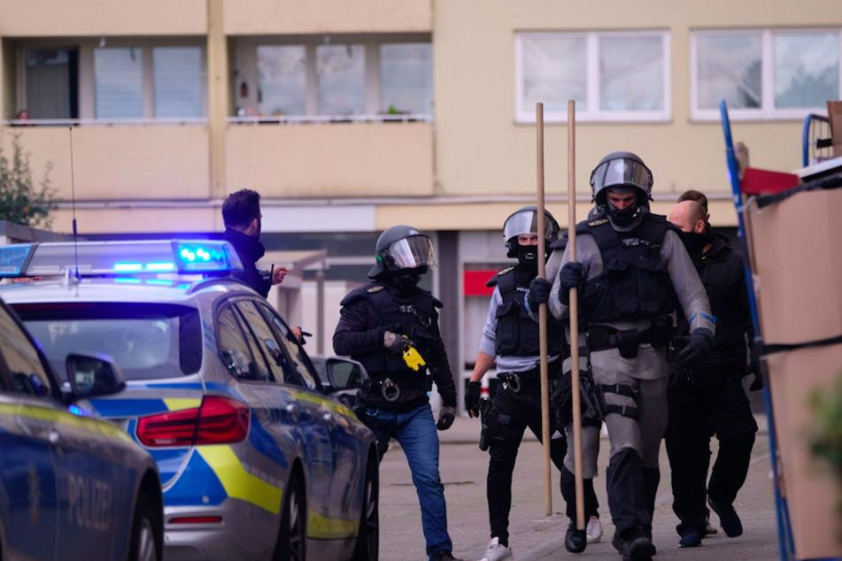 SEK-Einsatz: Sohn verletzt Vater und verschanzt sich in Wohnung