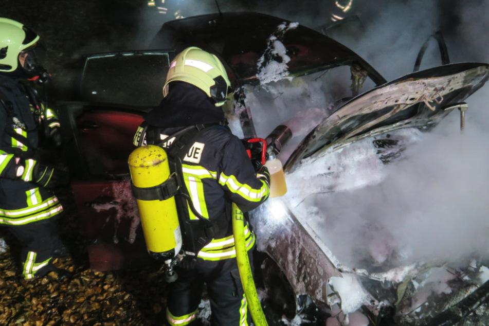 Feuerwehreinsatz in Aue: VW in Brand geraten