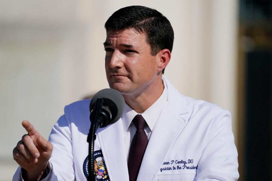 Sean Conley, Trumps Leibarzt, rechnet damit, dass er erst kommende Woche Entwarnung für den Krankheitsverlauf des Präsidenten nach der Coronavirus-Infektion geben kann.