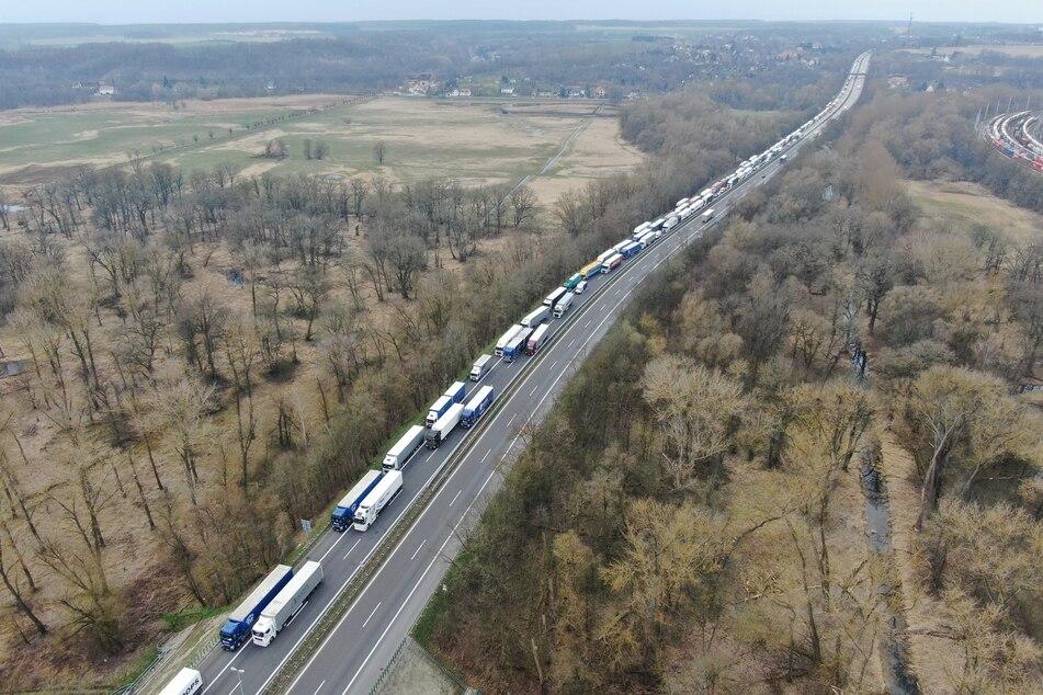 Auch ohne Unfall auf der A12 kommt es bei Frankfurt/Oder Richtung Polen oft zu Staus.
